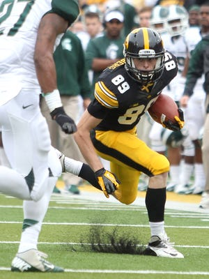 Matt VandeBerg is expected to see expanded action this fall after he caught eight balls for 59 yards as a true freshman.