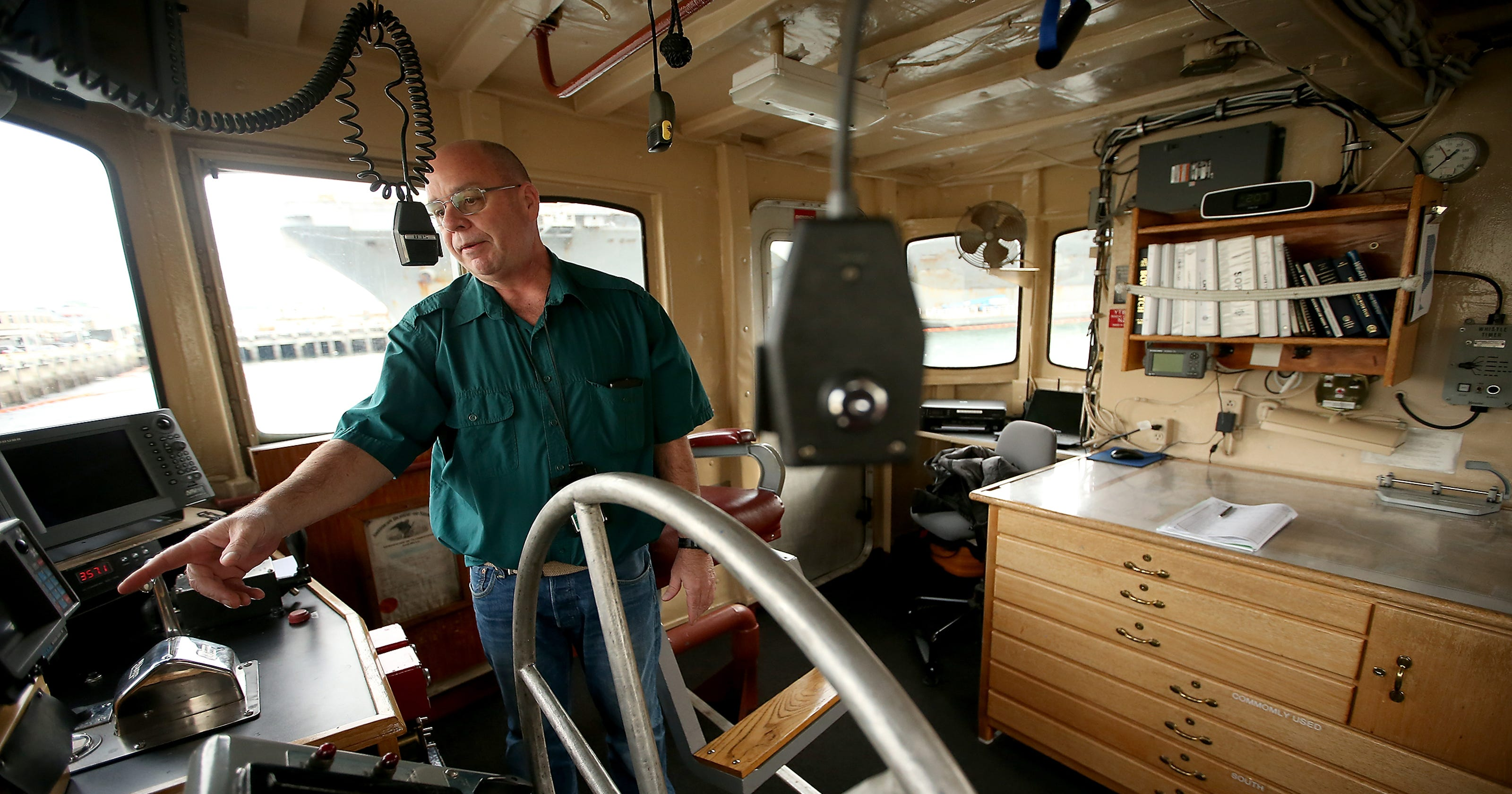 Navy seeks to replace aging Northwest tugs