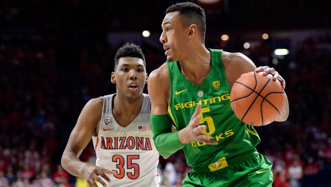 Oregon Ducks guard Elijah Brown (5) dribbles the ball as Arizona Wildcats guard Allonzo Trier (35) defends during the first half at McKale Center.