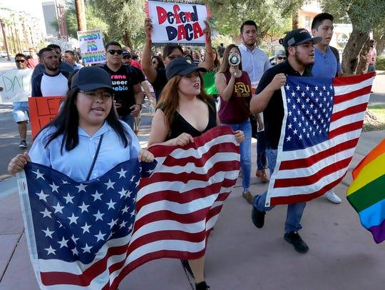 'Soñadores' se manifiestan a favor de DACA.