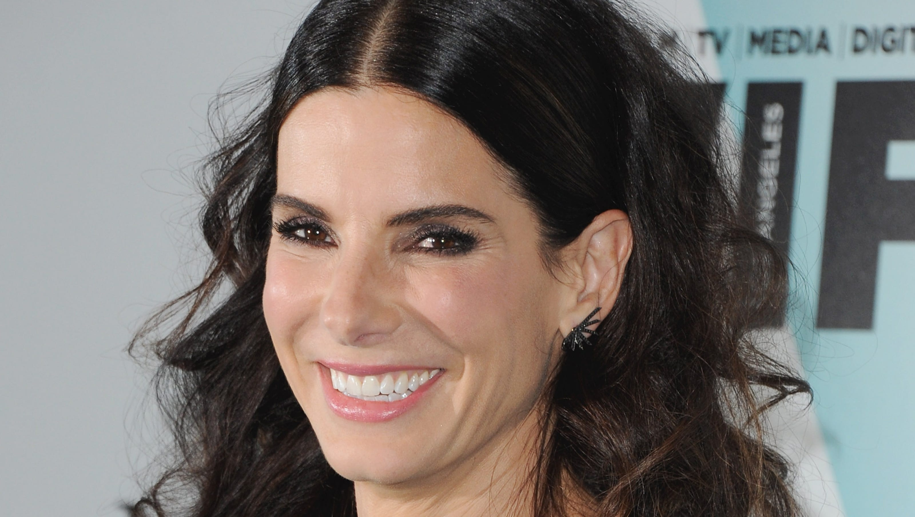 Who is sandra bullock dating now