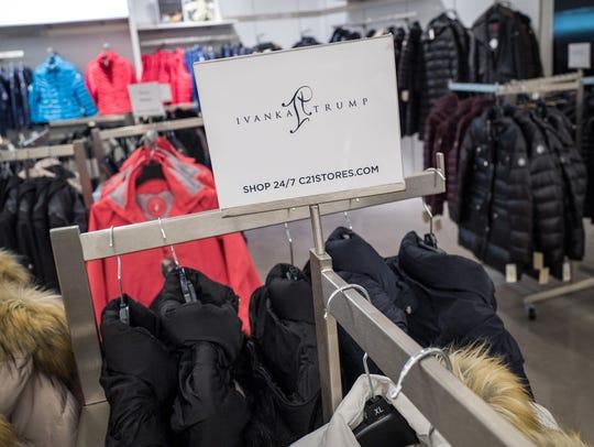 La marca de moda Ivanka Trump saldrá del mercado.