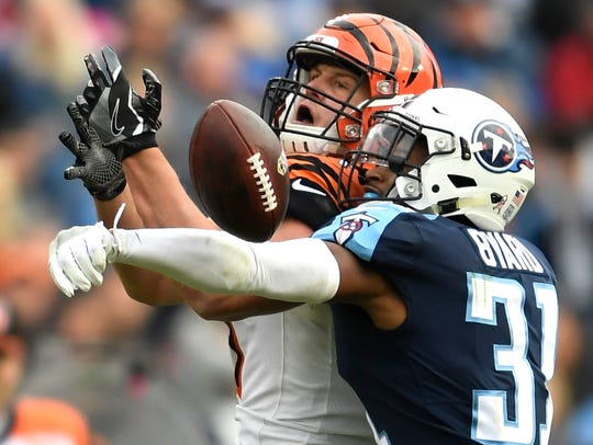 Titans safety Kevin Byard (31) breaks up a Bengals