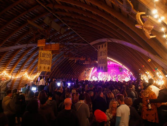 About 600 fans packed into a small, intimate barn to