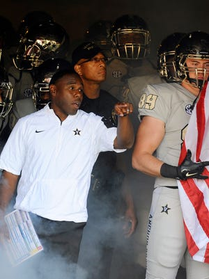 Columnist Dave Ammenheuser writes that Vanderbilt coach Derek Mason deserves to return for the 2016 season.