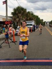 Jacob Dordick wins the Pirate Plunder 2 Miler.