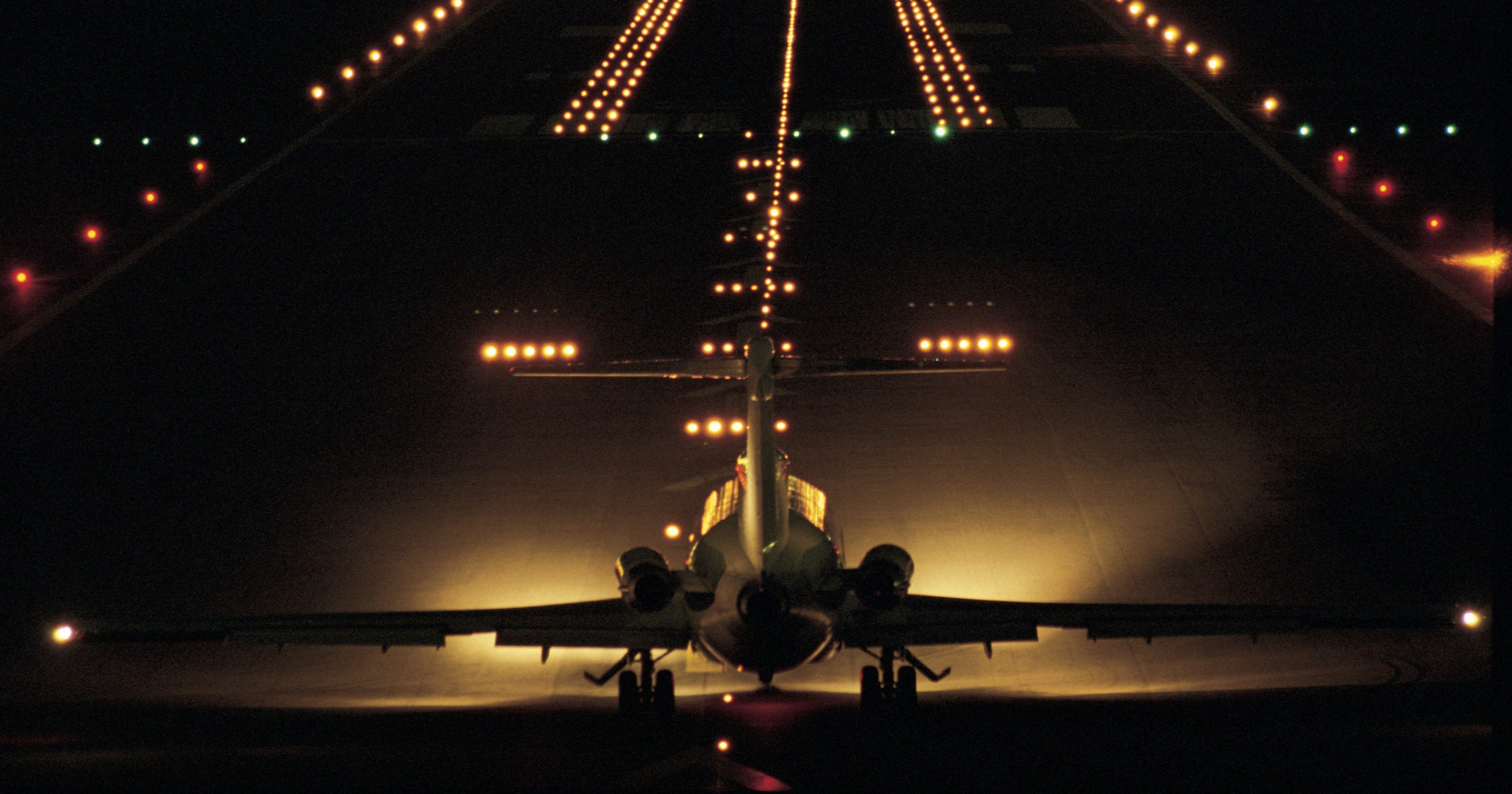 Ask the Captain: Landing lights in my bedroom window