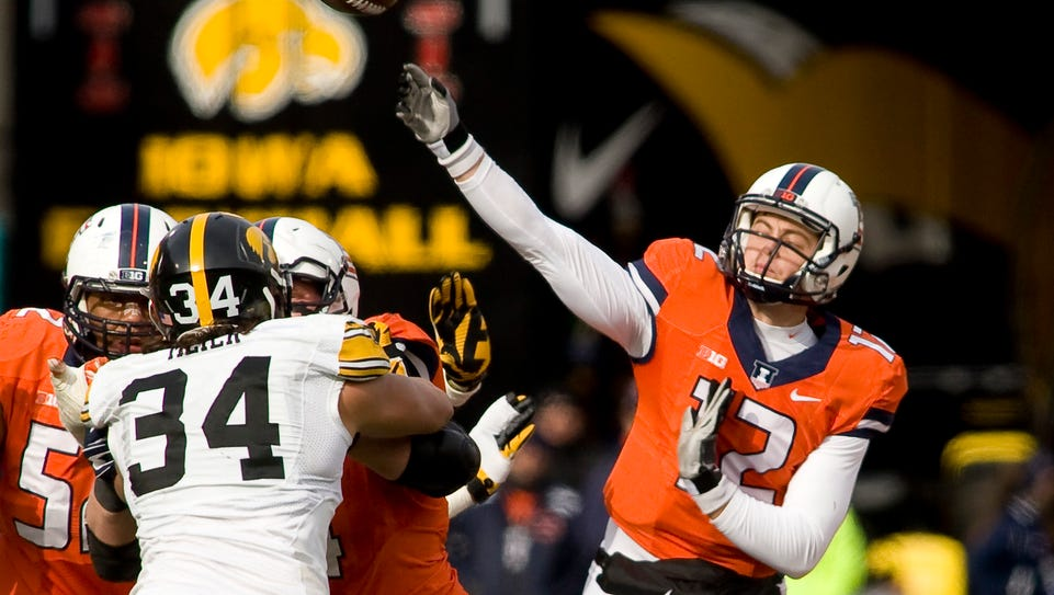 Illinois quarterback Wes Lunt (12) throws a pass in