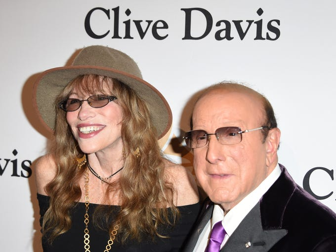 Carly Simon, with host Clive Davis, sang 'You're So