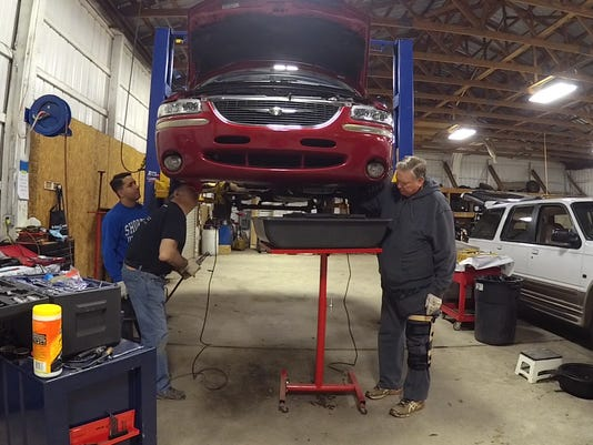 Mechanic fixes cars for free
