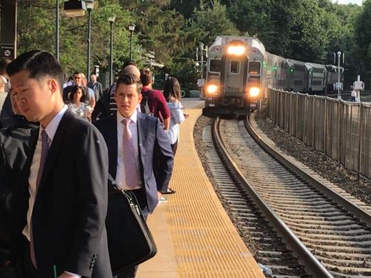An NJTransit Main Line commuter train arriving in Glen Rock.