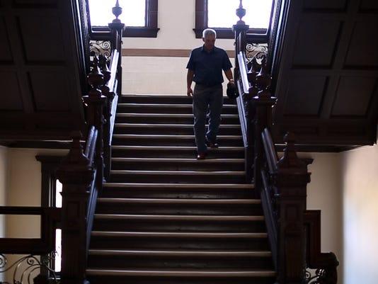 636447230097748759-David-stairs.jpg
