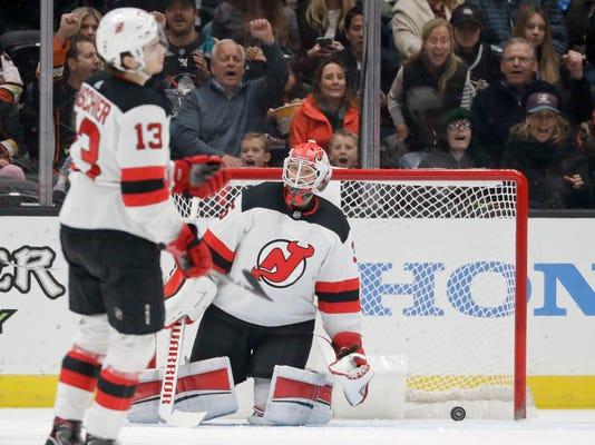 Devils_Ducks_Hockey_56969.jpg