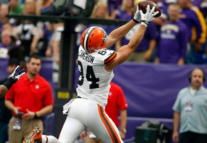 Browns tight end Jordan Cameron catches one of his three touchdown passes Sunday against the Minnesota Vikings.