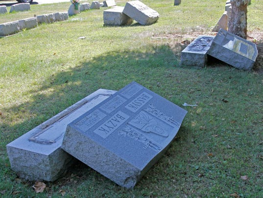 635787732600838915-ELM-092215-cemetery13-rf
