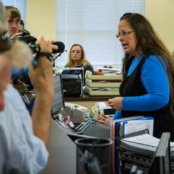 Watch Kentucky clerk defy Supreme Court on gay marriage