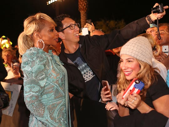Mary J. Blige takes photos with fans at the Palm Springs International Film Festival Awards Gala in Palm Springs, January 2, 2018.