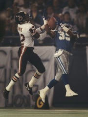Lions cornerback Ray Crockett battles the Bears' Wendall Davis for the football Nov. 28, 1991 at the Silverdome.
