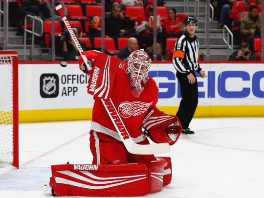 Detroit Red Wings goaltender Jimmy Howard (35) makes