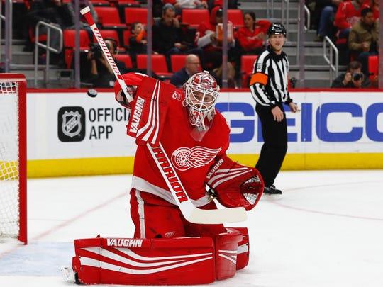 Detroit Red Wings goaltender Jimmy Howard (35) makes