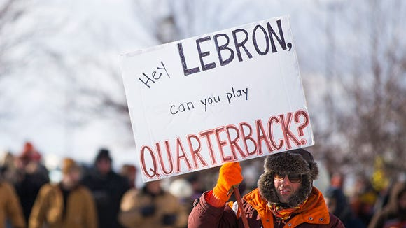 Browns fans brought hilarious and depressing signs to sad 0-16 parade