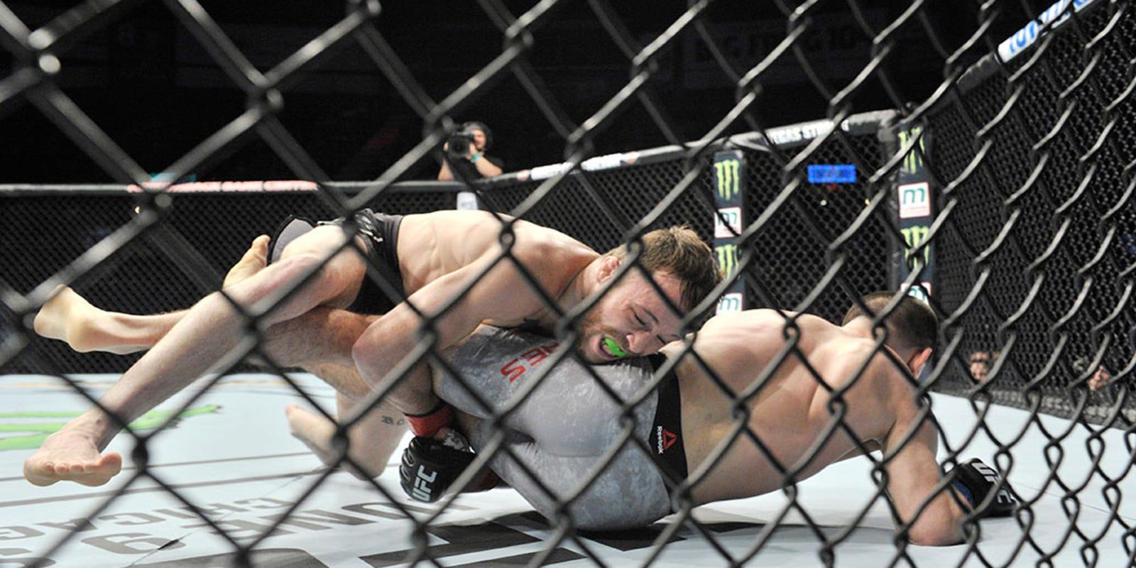 ff0ec1de38ad UFC fighter knocks himself out with slam