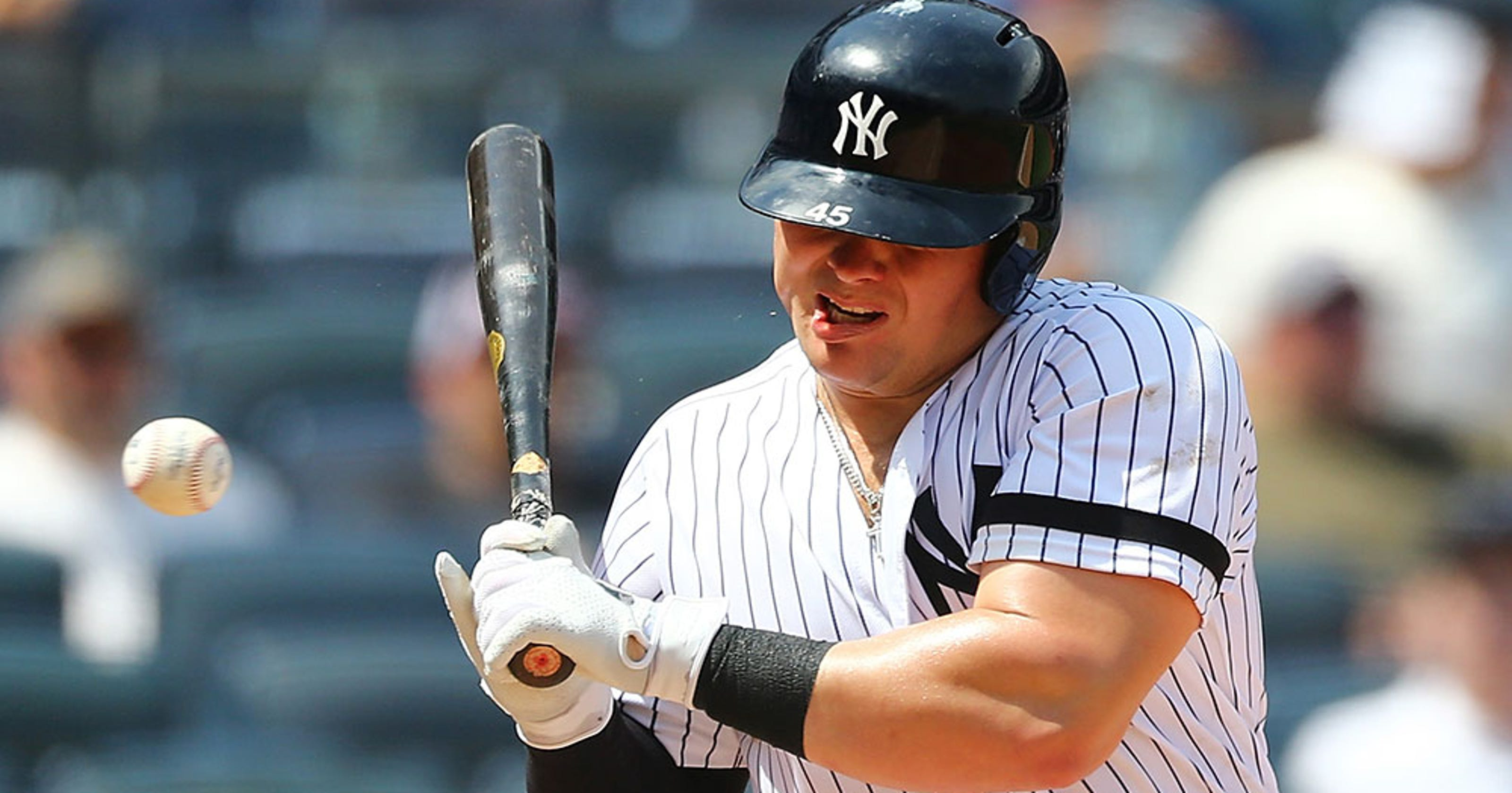 Yankees' Luke Voit takes fastball to the mouth, stays in the game to score run