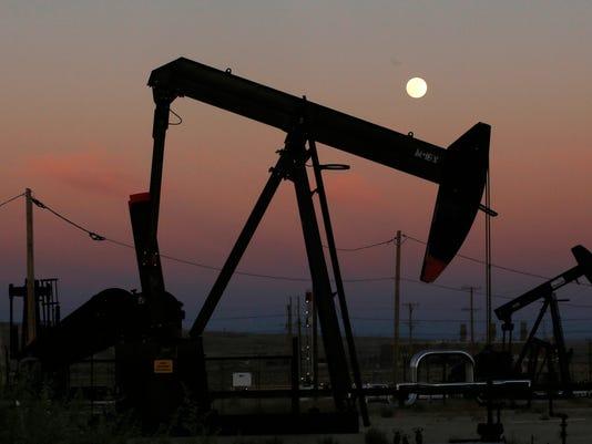 FMN-US-oil-derrick-0725.jpg