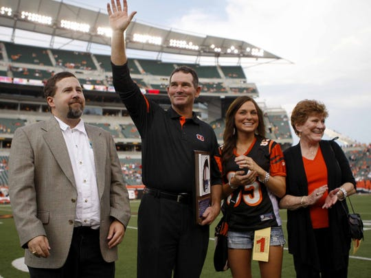 Sunday August 15, 2010: Cincinnati Bengals defensive coordinator Mike Zimmer, with family waves to the fans after receiving an award prior to a preseason game against the Denver Broncos.