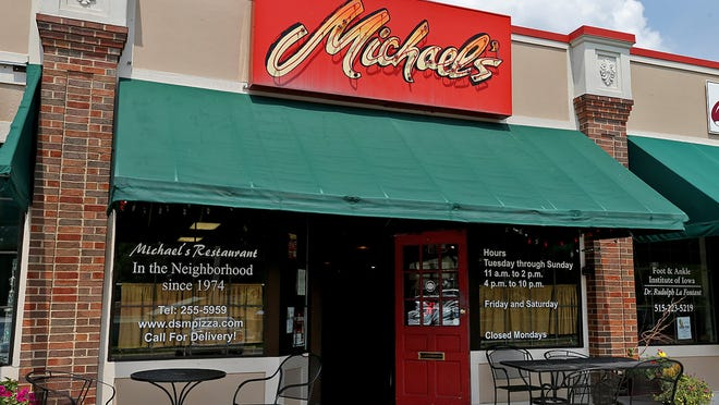 Exterior of Michael's Pizza in Beaverdale, next door to the Duds 'n' Suds.