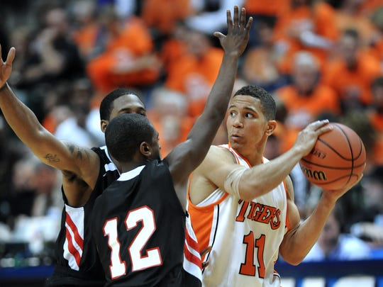 FILE – Warsaw's Nic Moore is trapped by North Centrals Terone Johnson, left, and Tim Bass in the Class 4A State Finals held at March 27, 2010.