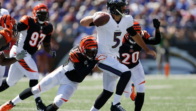 Bengals middle linebacker Vincent Rey (57) and free safety Reggie Nelson (20) go after Ravens quarterback Joe Flacco in Baltimore on Sept. 7.