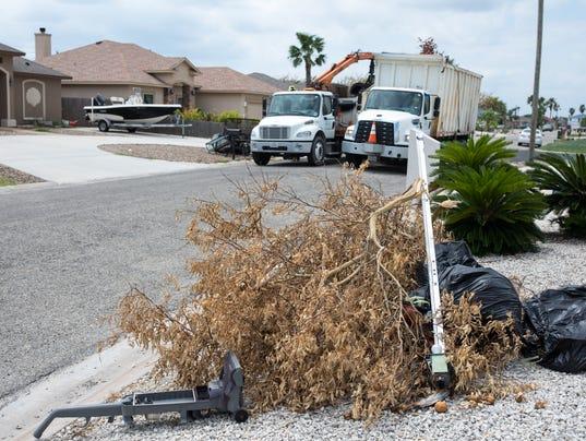 636404827912703301-635650001---Harvey-debris-cleanup-3.jpg