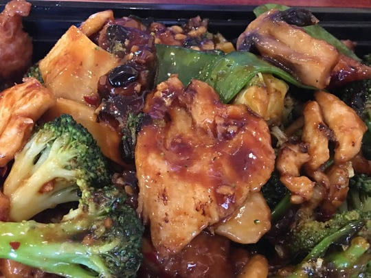 Hunan Combination with marinated flank steak, jumbo shrimp, and chicken, as well as a variety of vegetables — broccoli, mushroom, snow pea, bamboo shoots, and water chestnut.