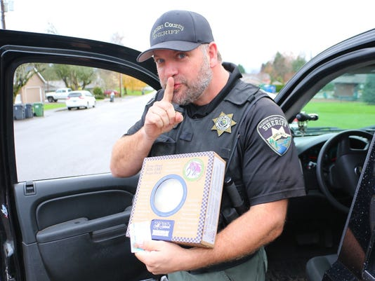 Marion County Sheriff's Deputy gives pies instead of traffic violations