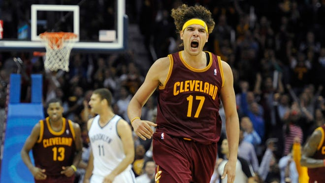 Cavaliers center Anderson Varejao made several key fourth-quarter baskets in a 98-94 win vs. the Nets.