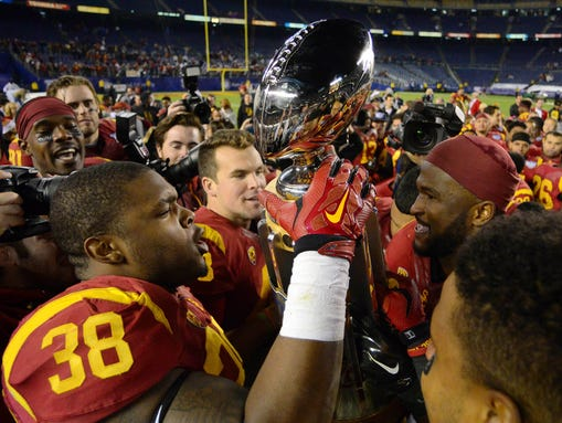 USC Trojans fullback Jahleel Pinner (38) holds up the