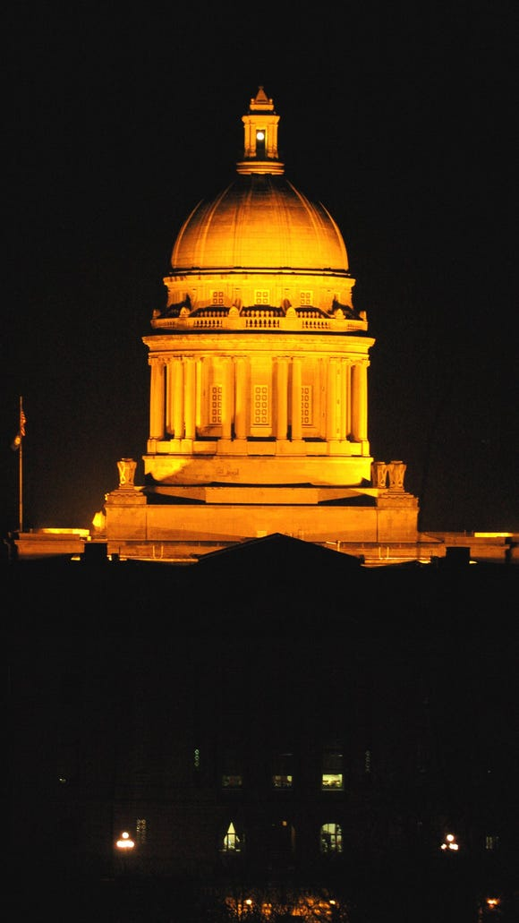 -  -Text: STAFF PHOTO BY BILL LUSTER-12/22/03- The capitol at Frankfort.
