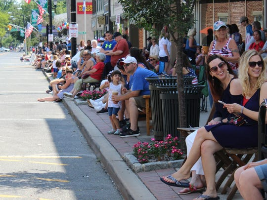 Crowds lines Bellevue Avenue for the Independence Day