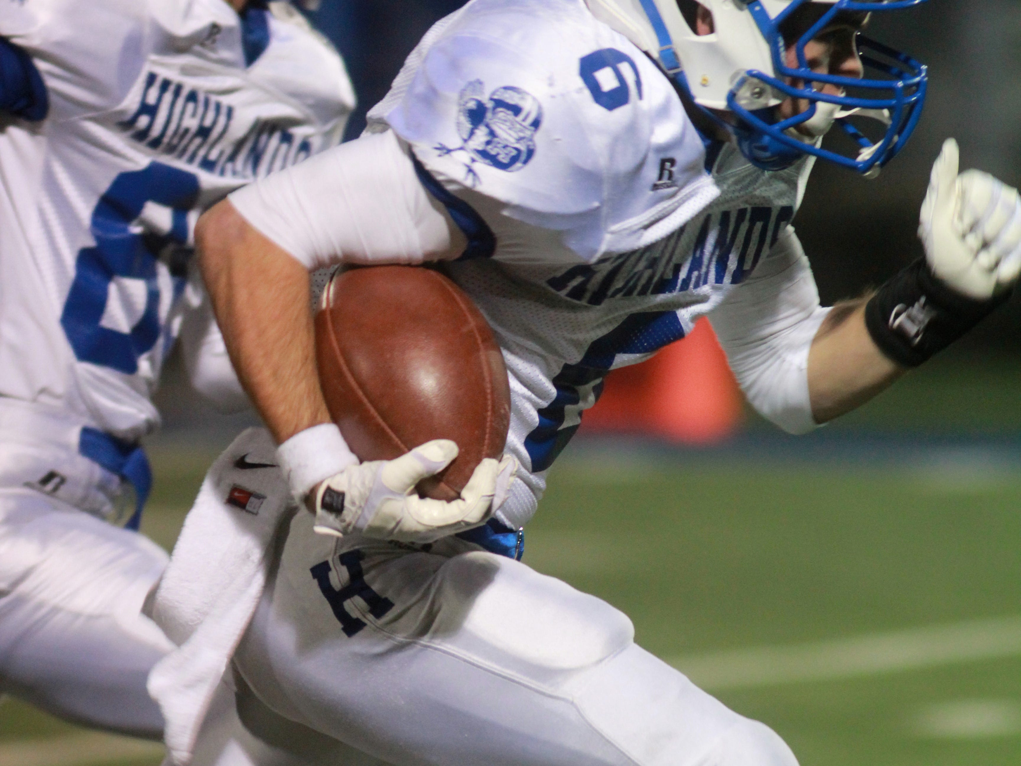 Alex Veneman catches a pass last year and returns for the Bluebirds in 2014.