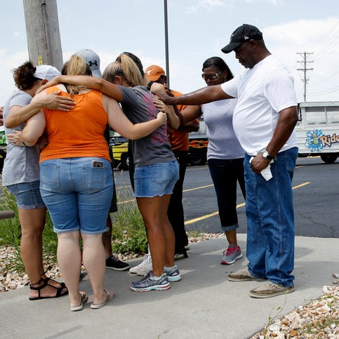 9 family members on vacation among 17 dead in duck boat accident in Branson, Missouri
