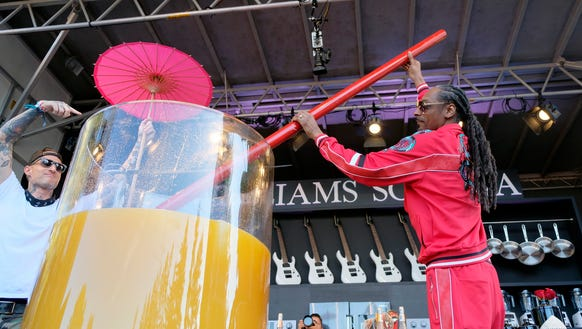 Snoop Dogg stirs the world's largest paradise cocktail
