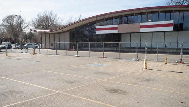 Niwot-based grocer Lucky's Market has announced plans to move into the old Sports Authority space on the corner of College Avenue and Mulberry Street.