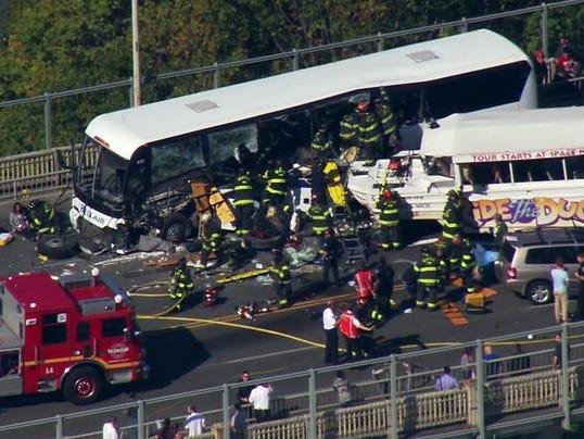 635787121217911715-092415bus-crash
