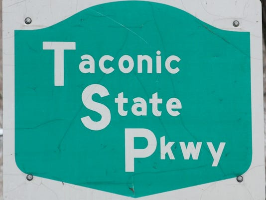 Taconic Parkway sign.jpg