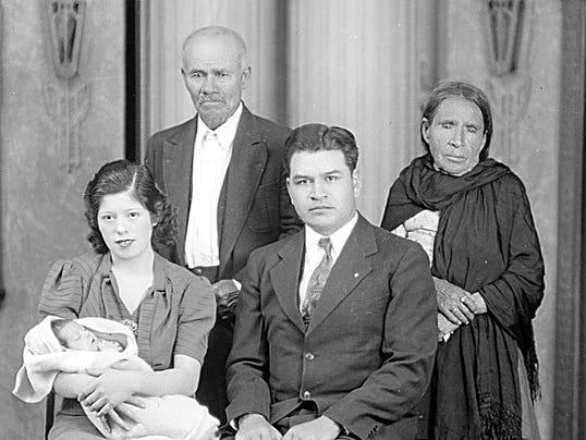 Grupos, undated (family group)