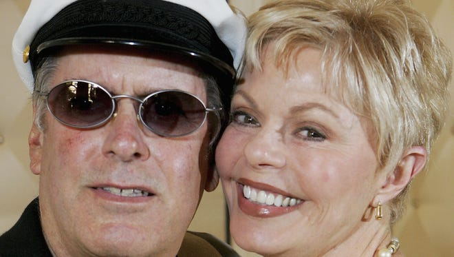 It was reported January 22, 2014 that the 1970s singing duo Captain & Tennille, Daryl Dragon and Cathryn Antoinette Tennille, have filed for divorce.
