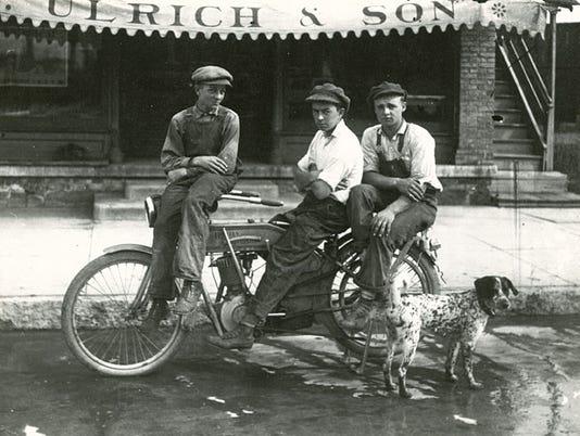 636167185395094430-Boys-on-motorcycle.jpg