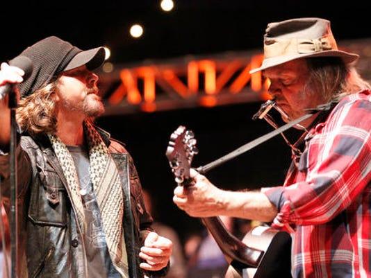 Eddie Vedder, Neil Young
