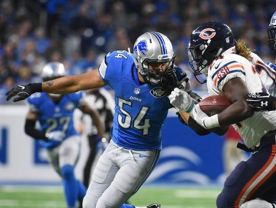 Detroit Lions linebacker DeAndre Levy (54) looks to